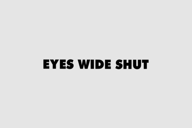 Логотип из титров или трейлера фильма «С широко открытыми глазами». Использован Futura. Изображение № 30.
