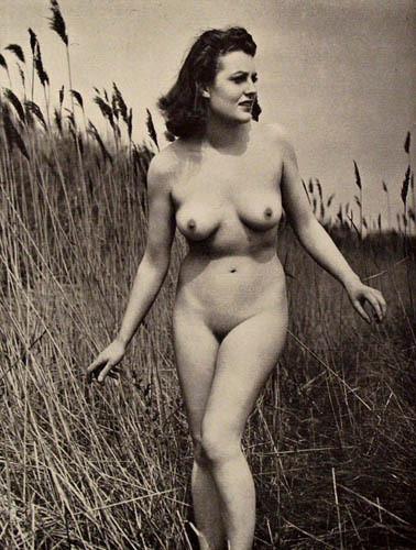 Части тела: Обнаженные женщины на винтажных фотографиях. Изображение №117.