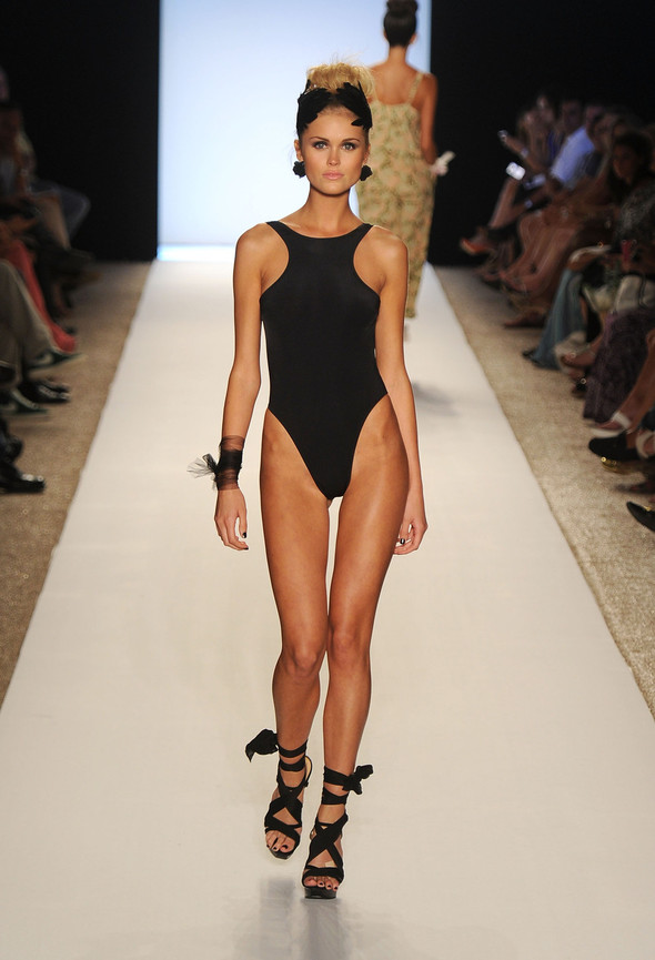 Купальный сезон 2012: Mercedes-Benz Fashion Week Miami [SWIM]. Изображение № 8.