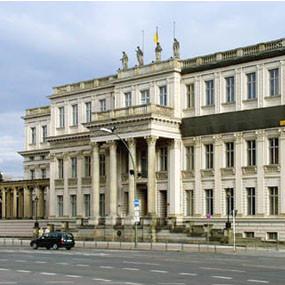Гид по Берлину в кинокадрах: Музеи, гей-клубы, вокзалы и кладбища. Изображение № 22.