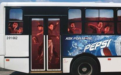 Необычная автобусная реклама. Изображение № 21.
