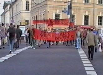 Группа «Радек» + Дмитрий Гутов Демонстрация, 2000 8'00''. Изображение № 3.