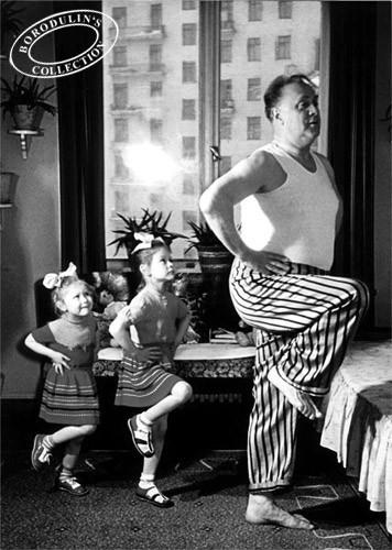 Папа с дочками, 1952 г.. Изображение № 145.