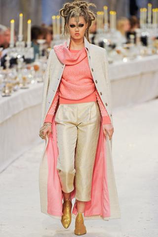Chanel показали пре-осеннюю коллекцию. Изображение № 41.