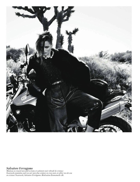 Съёмка: Аризона Мьюз, Лара Стоун, Наташа Поли и другие модели во французском Vogue. Изображение № 60.
