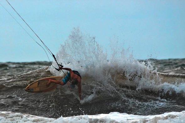 Новички пусть сидят дома: Сергей Мысовский о серфинге на Гавайях, Таити и других любимых местах. Изображение № 10.