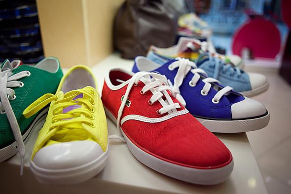 Цвет оптом: Яркие краски в магазинах. Изображение № 56.