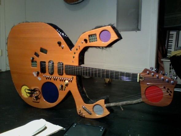 Странные гитары Бена Симона. Изображение № 10.