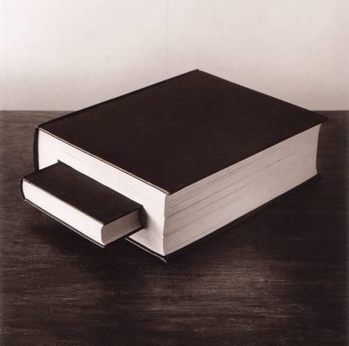 Черно-белые сюрреалистические фотографии Chema Madoz. Изображение № 34.