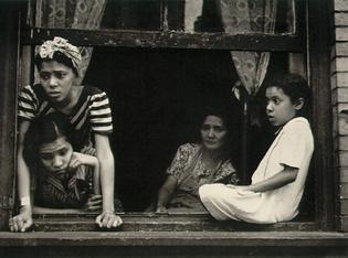 Социальная фотография Хелен Левитт. Изображение № 2.