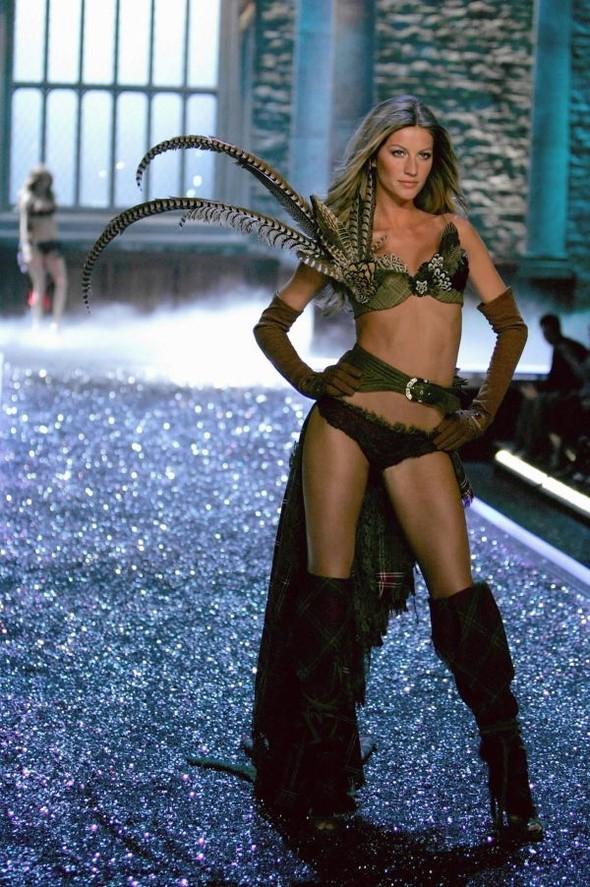 Victoria's Secret Lingerie Fashion Show 2008. Изображение № 2.
