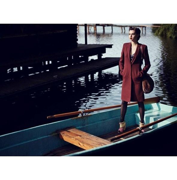 Съёмка: Анаис Пульо для немецкого Vogue. Изображение № 2.