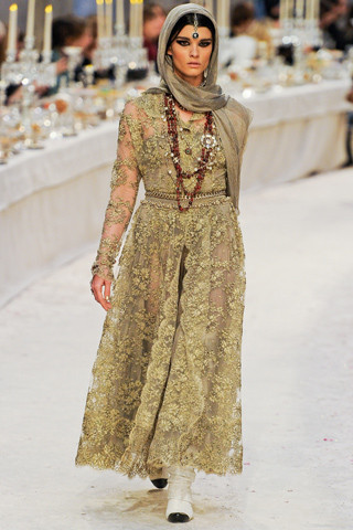 Chanel показали пре-осеннюю коллекцию. Изображение № 57.