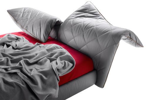 Кровать с мягким изголовьем Lelit от Poltrona Frau. Изображение № 4.
