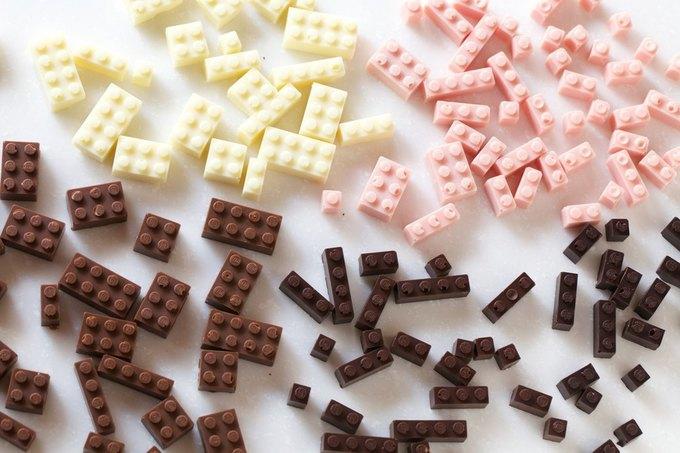 Японский дизайнер сделал LEGO из шоколада . Изображение № 3.