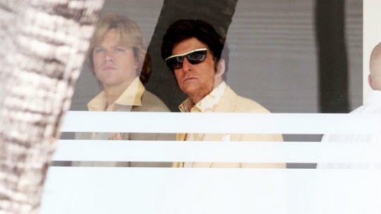 Мэтт Деймон и Майкл Дуглас на съемках «За канделябром». Изображение № 2.