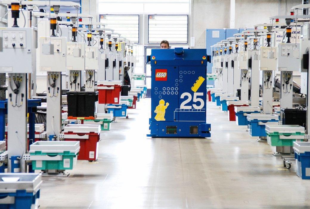 Репортаж с завода LEGO: Столько кубиков вы ещё  не видели. Изображение № 12.
