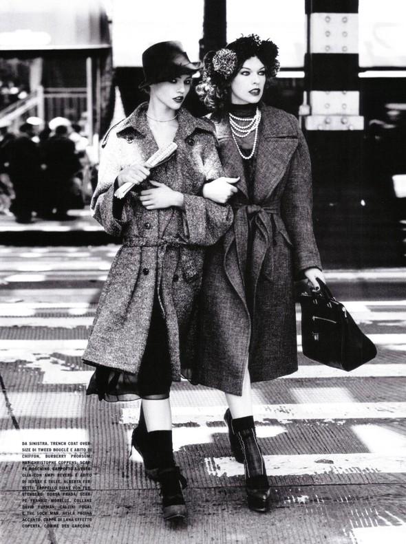 Архивная съёмка: Мила Йовович и Саша Пивоварова для Vogue, 2009. Изображение № 6.
