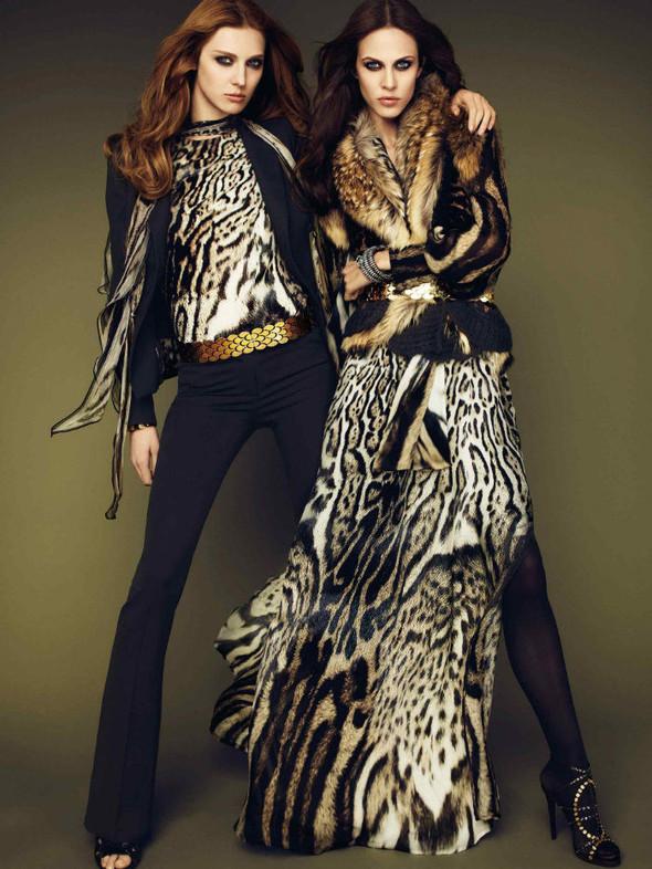 Лукбук: Эмелин Валад и Ольга Шерер для Roberto Cavalli FW 2011. Изображение № 1.