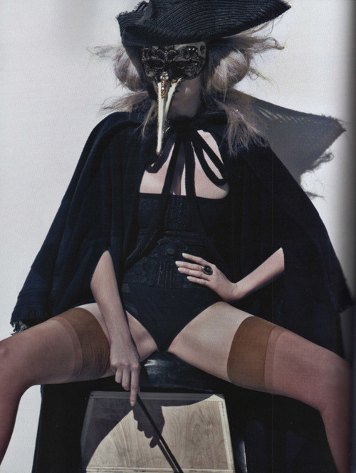 Lara Stone Vogue Paris October 2009. Изображение № 4.