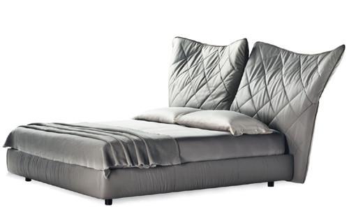 Кровать с мягким изголовьем Lelit от Poltrona Frau. Изображение № 3.