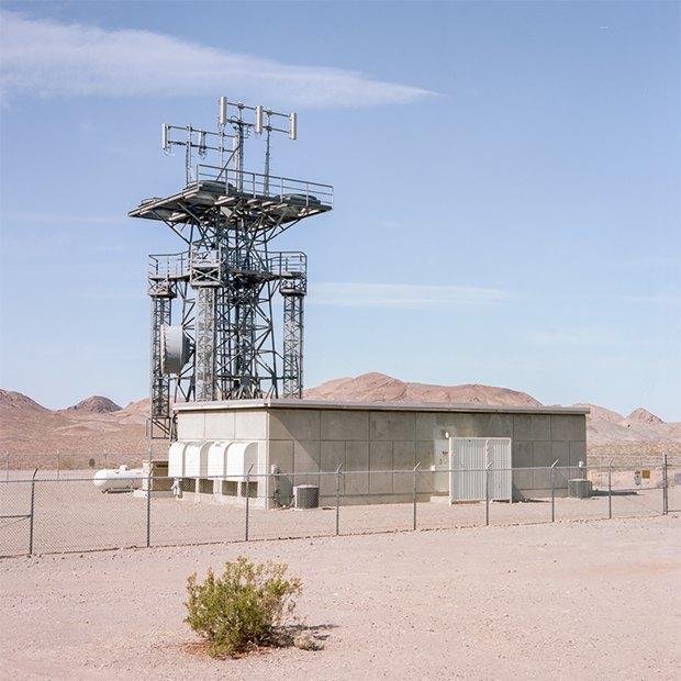 Заброшенные телефонные башни вгорах ипустынях . Изображение № 10.