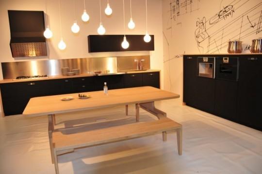 Кухня фирмы Schiffini – необычное сочетание дерева и резины. Изображение № 2.