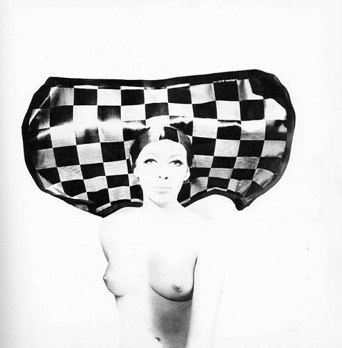 Части тела: Обнаженные женщины на фотографиях 50-60х годов. Изображение № 87.