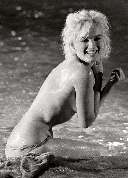 Неопубликованные снимки обнаженной Мерлин Монро за 3 месяца до смерти . Изображение № 3.