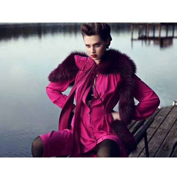 Съёмка: Анаис Пульо для немецкого Vogue. Изображение № 3.