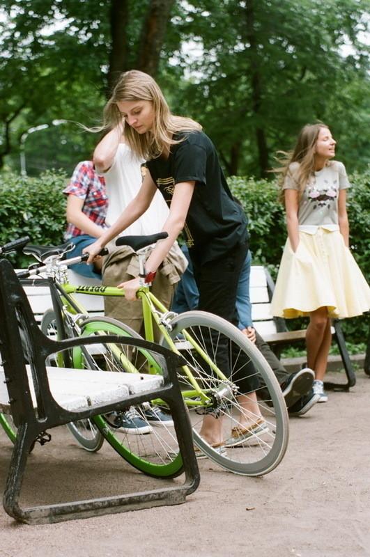 На Маше:  футболка Cheap Monday, капри Girls from Omsk и велосипед Create. На Даше: футболка Extra,юбка Violet . Изображение № 3.