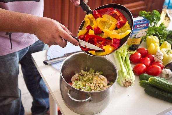 Овощное рагу, гаспачо, греческий салат: Настоящий осенний обед. Изображение № 23.