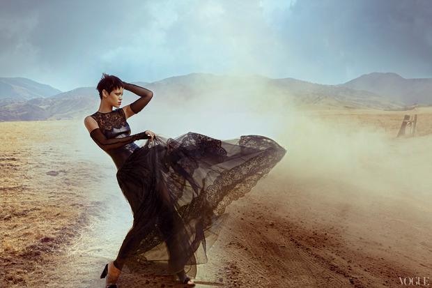 Рианну сняла Энни Лейбовиц для ноябрьского Vogue US.. Изображение № 4.