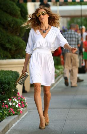 Сара Джессика Паркер в платье Halston. Изображение № 5.