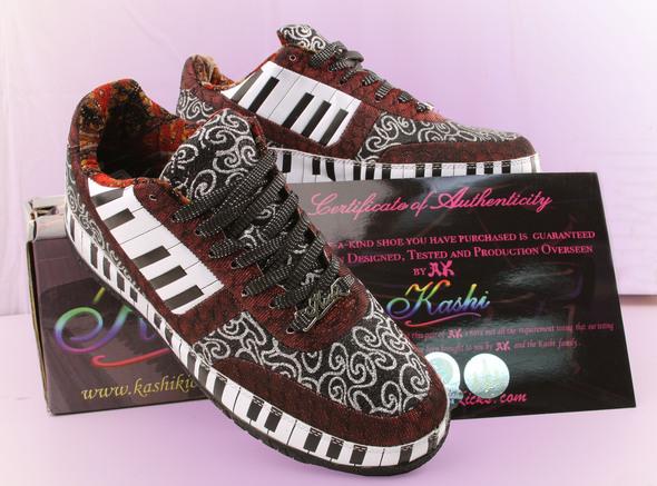 Блестящие кроссовки. Изображение № 8.