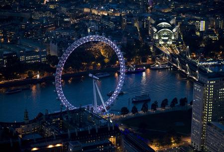 Jason Hawkesмне приснилось небо Лондона. Изображение № 7.