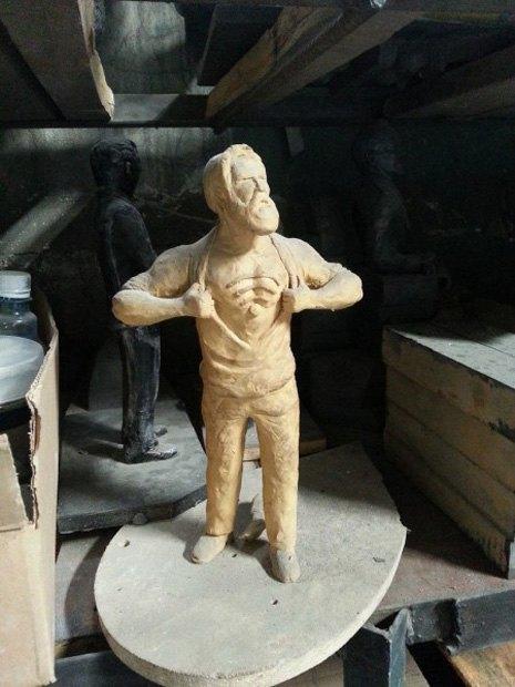 «Памятник человеку, бесплатно раздающему Wi-Fi». Изображение № 1.