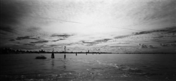 Невидимый мир на грани тепла и света. Выставка Арсена Ревазова. Изображение № 9.