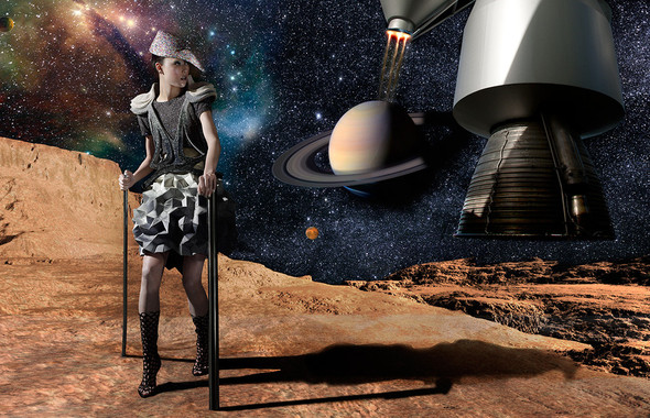 Космос рядом: модные съемки к выходу фильма «Прометей». Изображение №50.