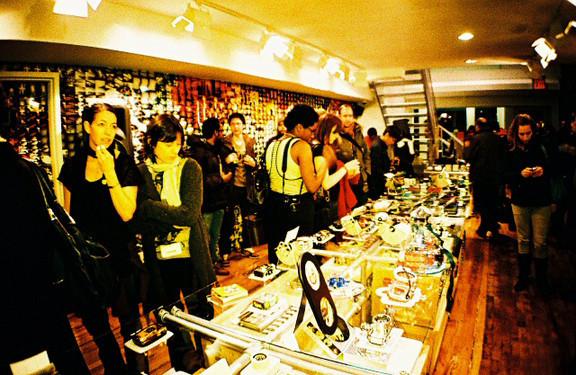 Галерея-магазин Ломографии вНью-Йорке. Изображение № 27.