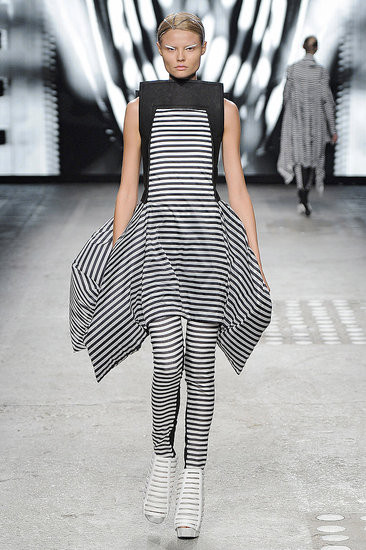 Показ: Gareth Pugh spring 2012 Ready-to-Wear. Изображение № 5.