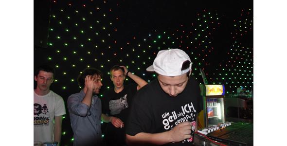 «Попросил, украл, одолжил» — Pitchfork о российской beats-сцене. Изображение № 4.