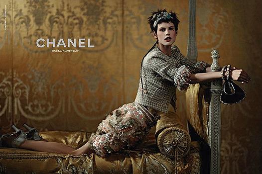 Нет хлеба? Пусть едят пирожные! Реклама круизной коллекции Chanel. Изображение № 4.