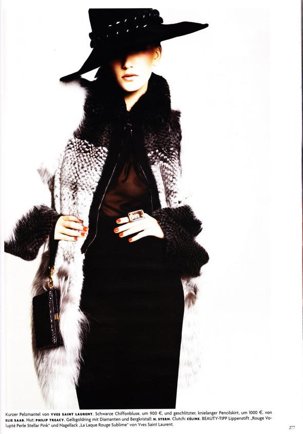 Съёмка: Хана Бен Абдесслем и Валерия Келава для Vogue. Изображение № 16.
