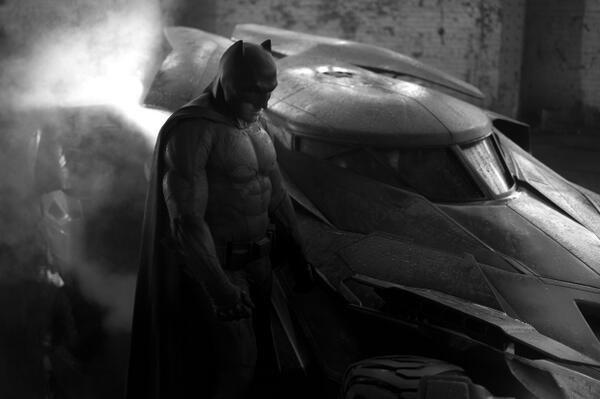 Зак Снайдер показал Бэтмена и бэтмобиль из сиквела «Человека из стали». Изображение № 1.
