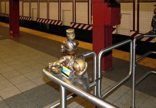 Скульптуры вНью-Йоркском метро. Изображение № 17.