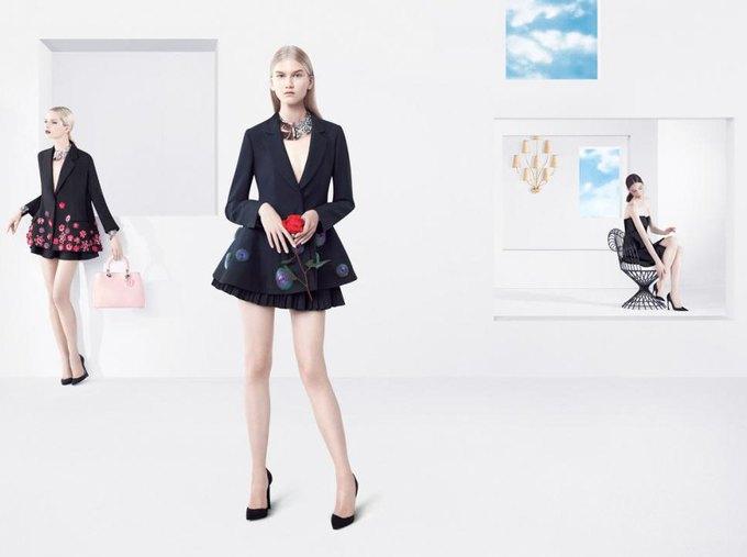 Раф Симонс выпустил весенне-летнюю рекламу Dior. Изображение № 2.