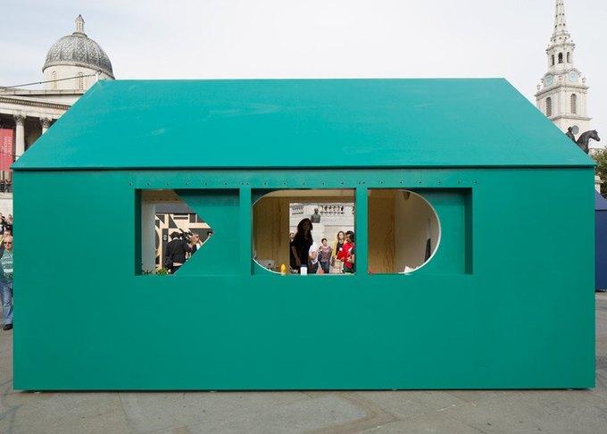 Дизайнеры создали инсталляцию для Airbnb на Трафальгарской площади. Изображение № 2.