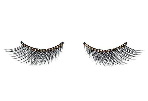 Dior выпускает эксклюзивные накладные ресницы с кристаллами Swarovski. Изображение № 1.