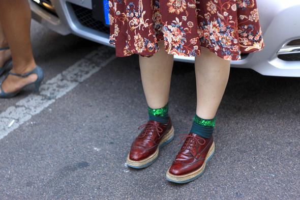 Уличная мода на Milan Fashion Week: день 1. Изображение № 11.